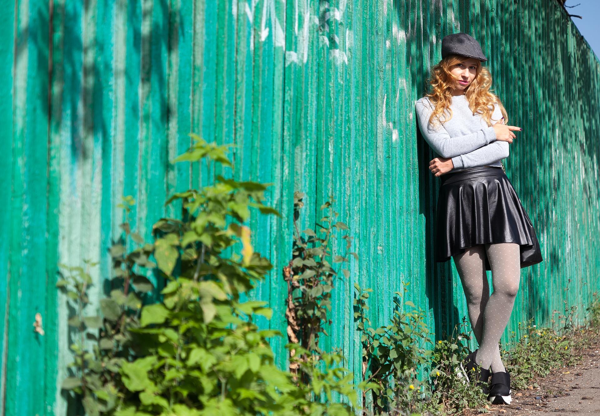 4 manieren om een leren rok te combineren